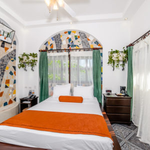 A non-ocean view room in the BEST WESTERN Hotel Tamarindo Vista Villas